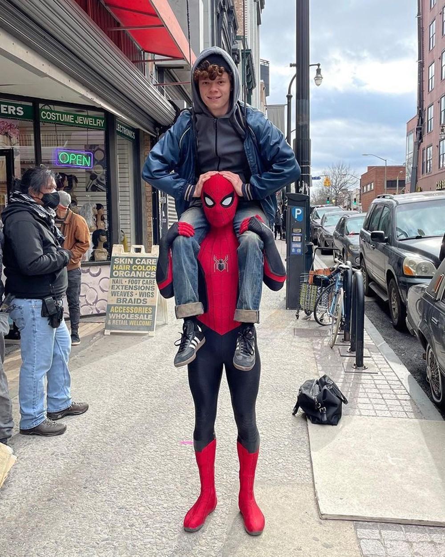 Tom Holland Örümcek Adam 3 setinde: Kemerlerinizi bağlayın - 2