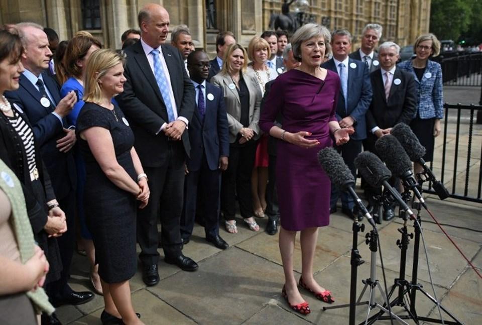 """İngiltere'de başbakanlık koltuğuna oturması beklenen Theresa May, """"Brexit, Brexit demektir"""" sözüyle ülkesini AB üyeliğinden çıkaracağı mesajını verdi."""