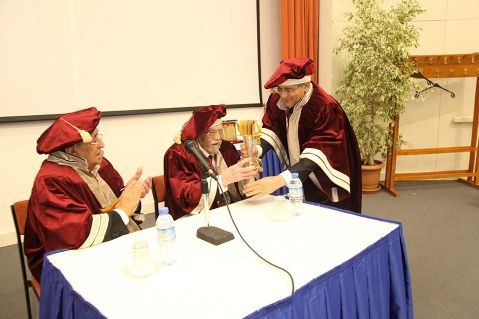"""Avrasya Akademisi, geçtiğimiz kasım ayında öğretmenler gününde Bilkent Üniversitesi Tarih Bölümü'nün kurucusu, Hocaların Hocası Prof. Halil İnalcık'a """"Avrasya Efsanesi"""" ödülünü vermişti."""