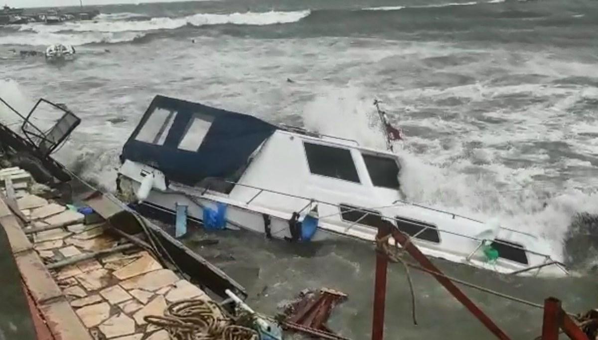 İzmir ve Ayvalık'ta fırtına onlarca tekneyi batırdı