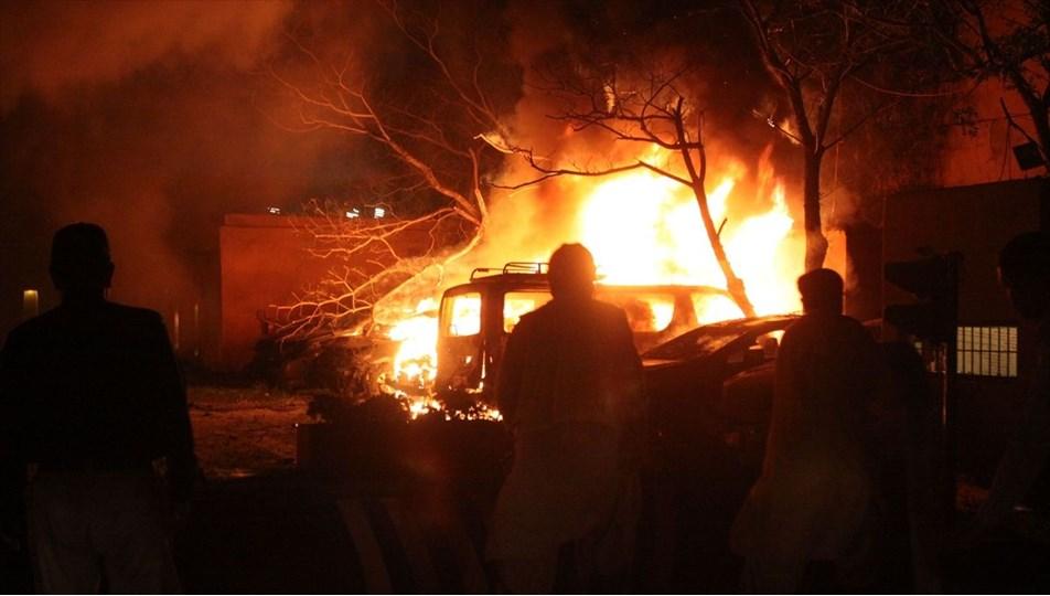 Pakistan'da bir otelin otoparkında meydana gelen patlamada4 kişi öldü, 12kişi yaralandı