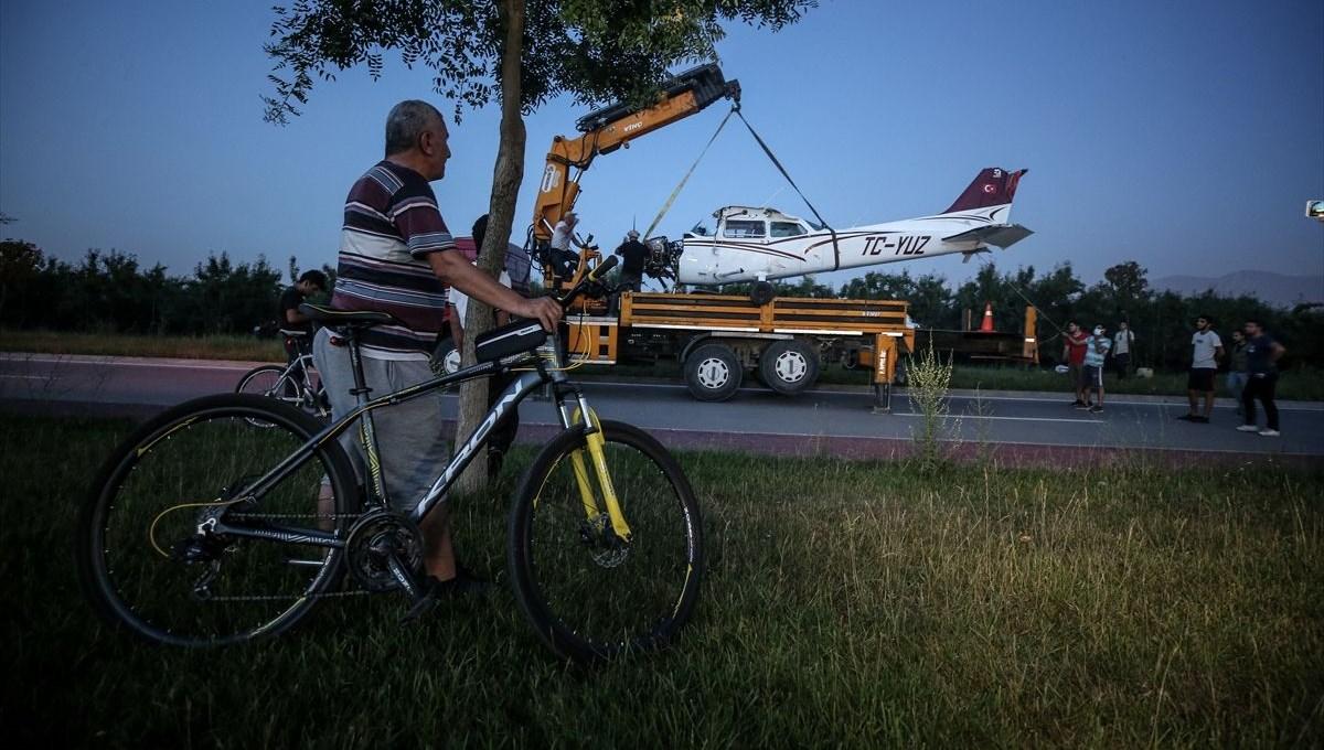 Bahçeye inen eğitim uçağı vinçle kaldırıldı