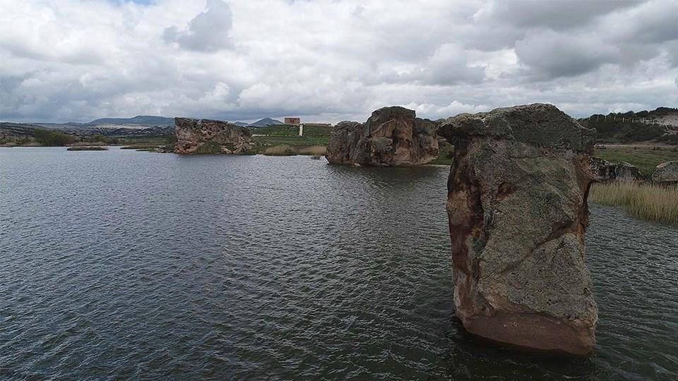 Emre Gölü ile ön plana çıkan Frig Tabiat Parkı