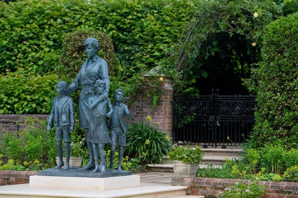 Prenses Diana'nın 60'ıncı doğum gününde Kensington Sarayı'nda heykelinin açılışı yapıldı - 10