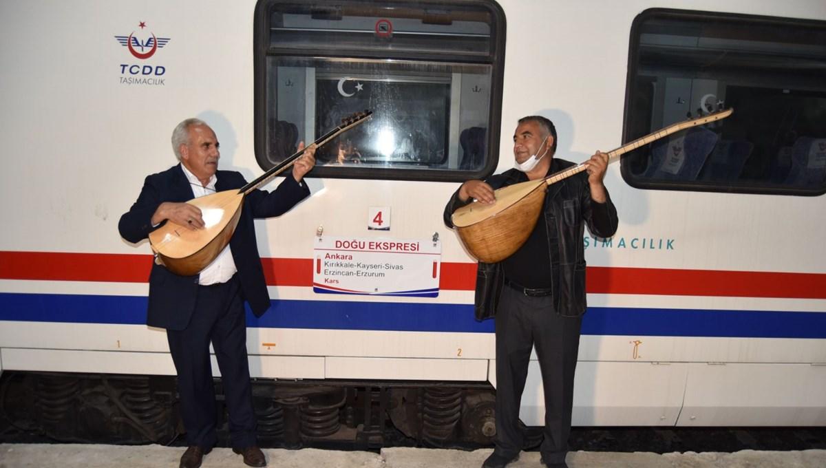 Doğu Ekspresi seferlerine başladı: İlk treni Karslı aşıklar karşıladı