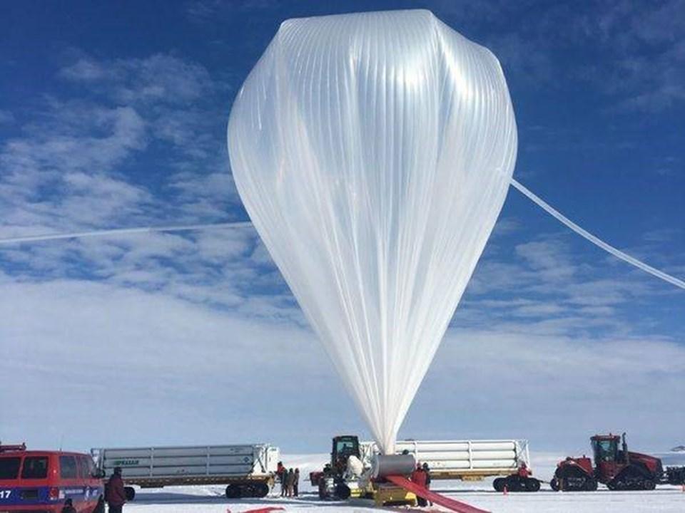 Proje kapsamında Antarktika buzullarında yüksek enerjili nötrinolarınmadde ile etkileşime girdiğinde yayılan radyo dalgalarını tespit etmek için geliştirilen bir balon kullanıldı.