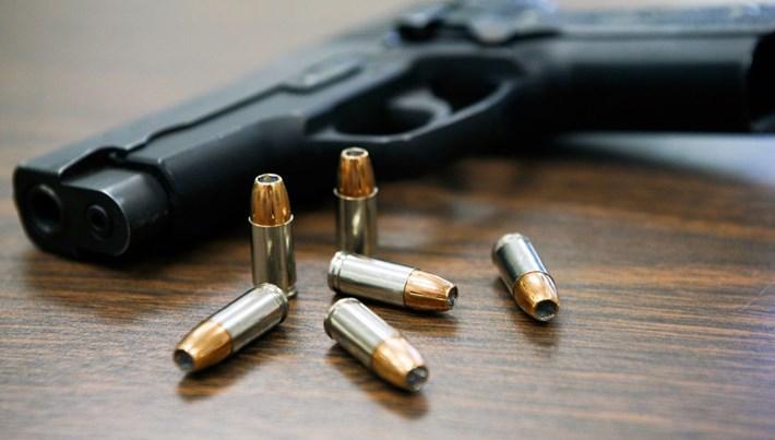5 yaşındaki çocuk babasının silahıyla oynarken öldü