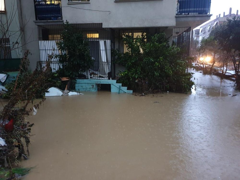 İzmir'i sel vurdu: 2 can kaybı - 17