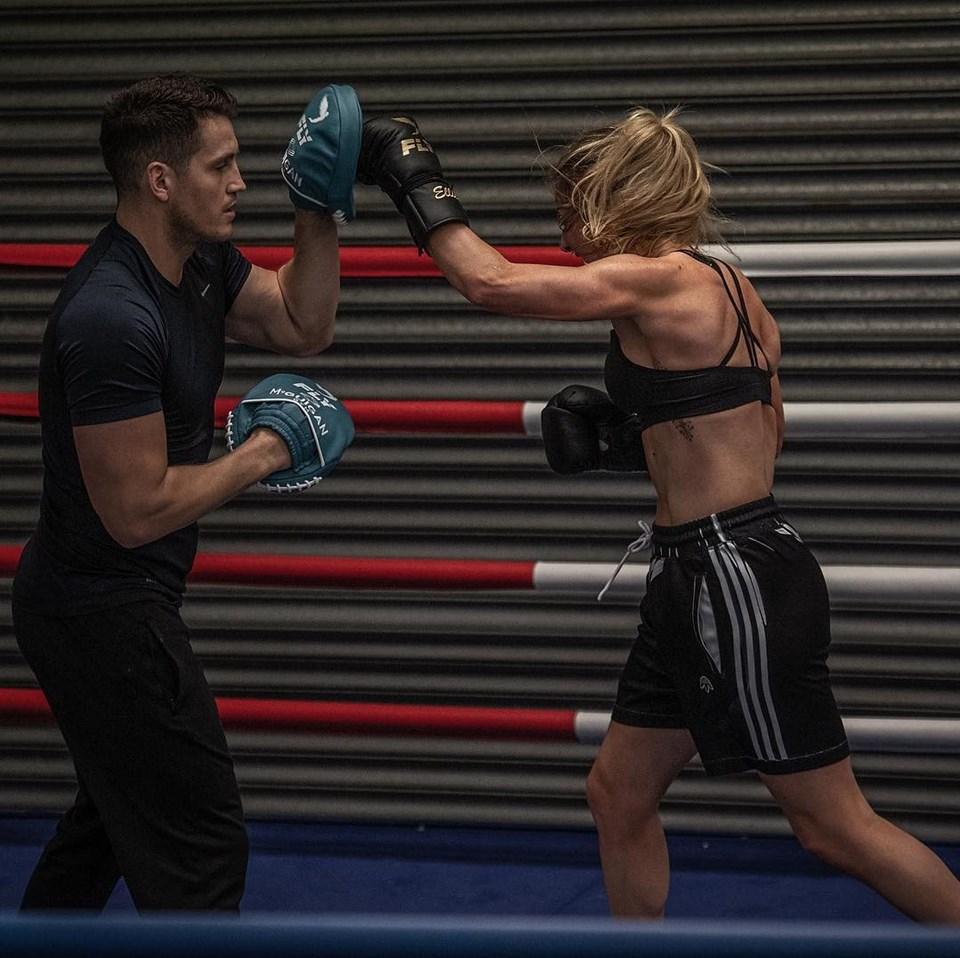 Ellie Goulding spor fotoğraflarını Instagram hesabından paylaşıyor