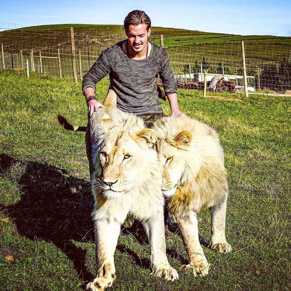 İşinden ayrılıp sahip olduğu her şeyi sattı ve vahşi hayvanlara yardım etmek için Afrika'ya yerleşti - 12
