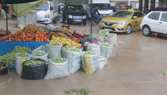 Bayburt'ta şiddetli yağış sele neden oldu