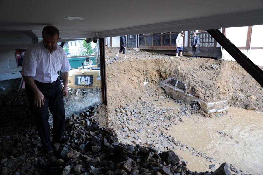 Rize'de sel ve heyelan afetinin hasarı gün ağarınca ortaya çıktı - 4