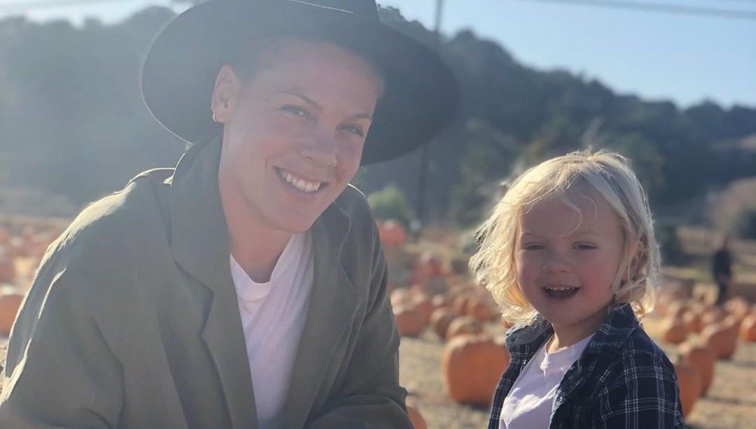 Ünlü şarkıcı Pink: Ben ve 3 yaşındaki oğlum virüse yakalandık(Corona olan ünlü isimler)