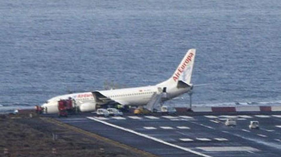Air Europa'ya ait bir boeing 737 pist dışına çıkmış.