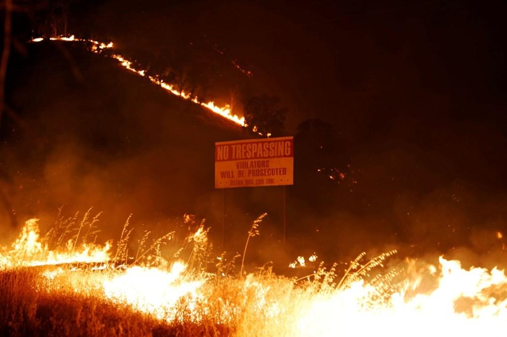 California'da yangınlar kontrol altına alınamadı: Bir helikopter düştü - 3