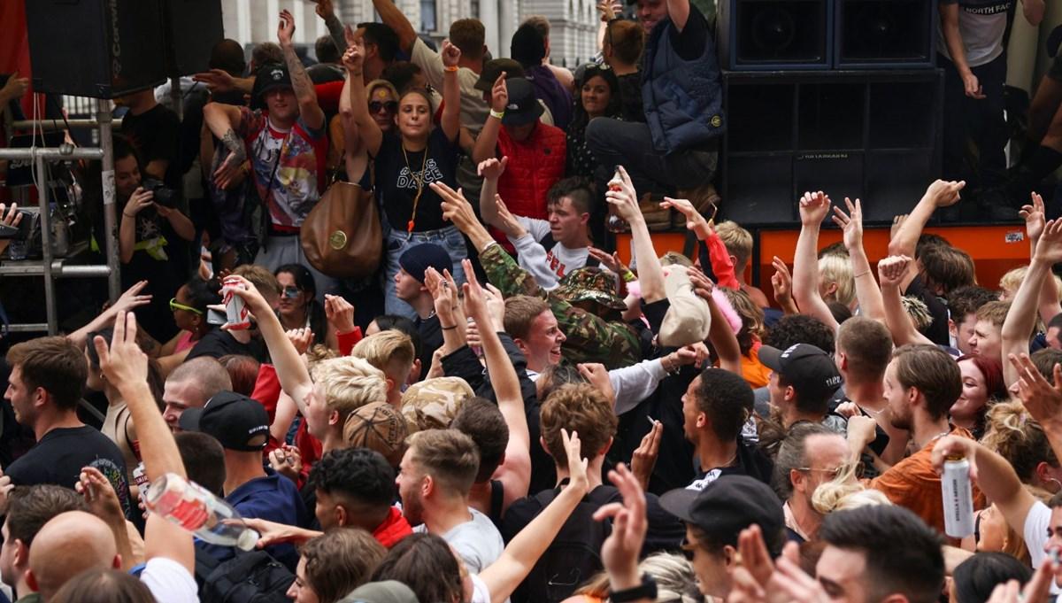 Londra'da Covid-19 önlemleri karşıtı gösteri