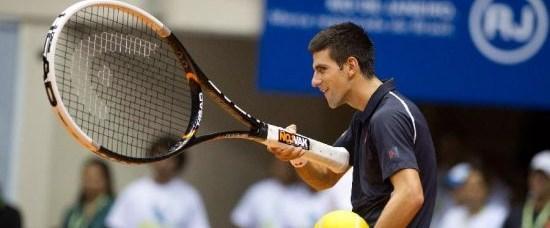 Djokovic'ten dev tenis raketiyle renkli antrenman