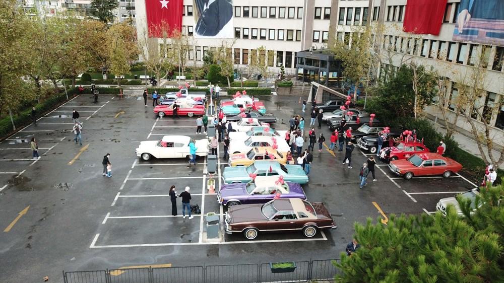 Kadıköy'de klasik otomobillerden Cumhuriyet Konvoyu - 1