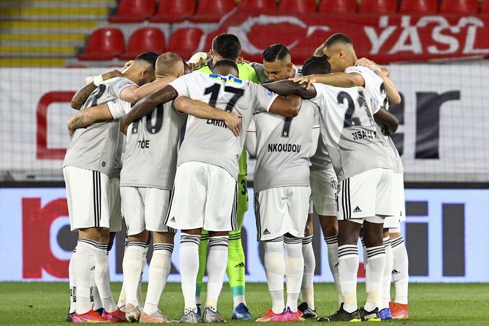 Süper Lig'in en uzun sezonunda şampiyon Beşiktaş (Nefes kesen final) - 1