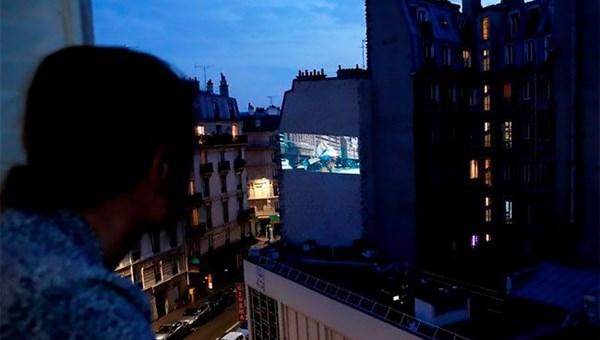 Karantina günlerinde Paris sokaklarında sinema keyfi