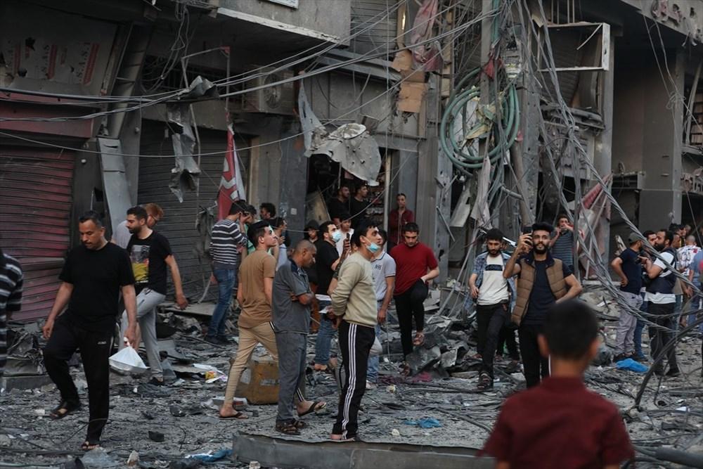 İsrail, Gazze'de sivillerin bulunduğu 14 katlı binayı vurdu - 35