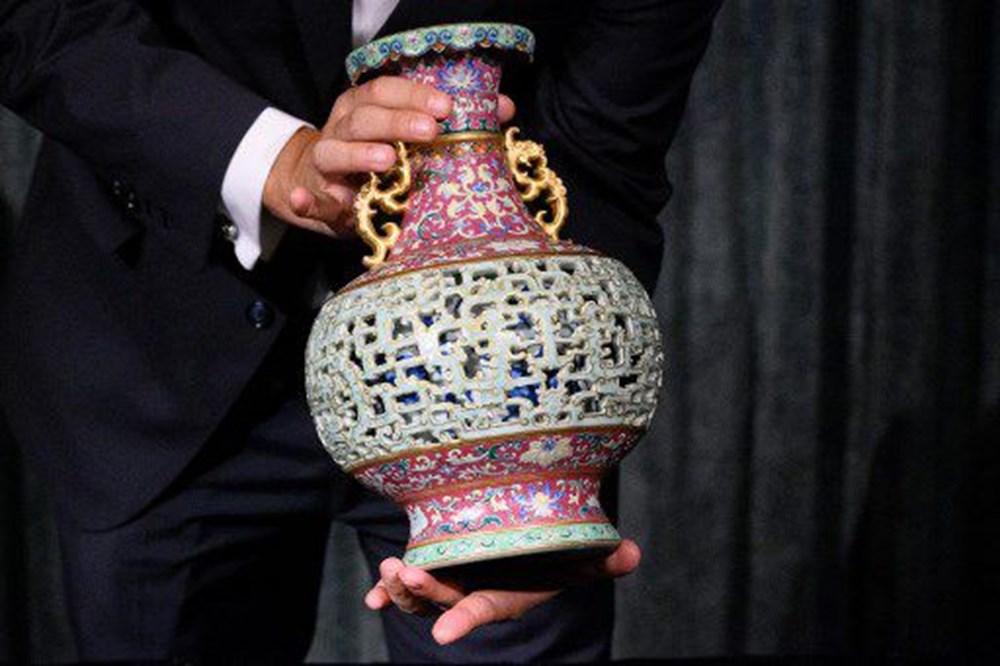 56 dolara alınan antika vazo açık artırmada 9 milyon dolara satıldı - 2