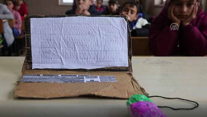 Diyarbakır'da dokunmayı hayal ettikleri bilgisayarı kartondan yaptılar