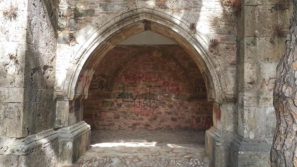 Tarihi Cihanoğlu Külliyesi'nin duvarlarına yazı yazılmasına tepki - 7