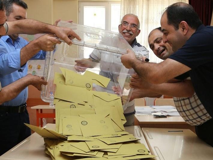 Adana'da geçersiz oylar yeniden sayılacak