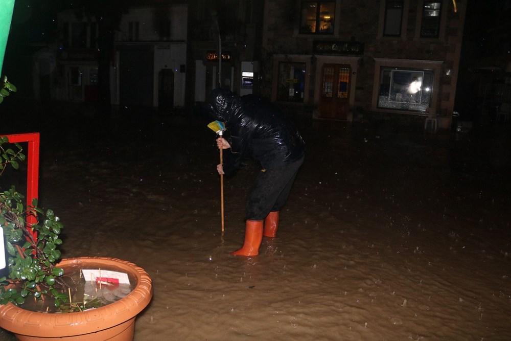 İzmir'i sel vurdu: 2 can kaybı - 7