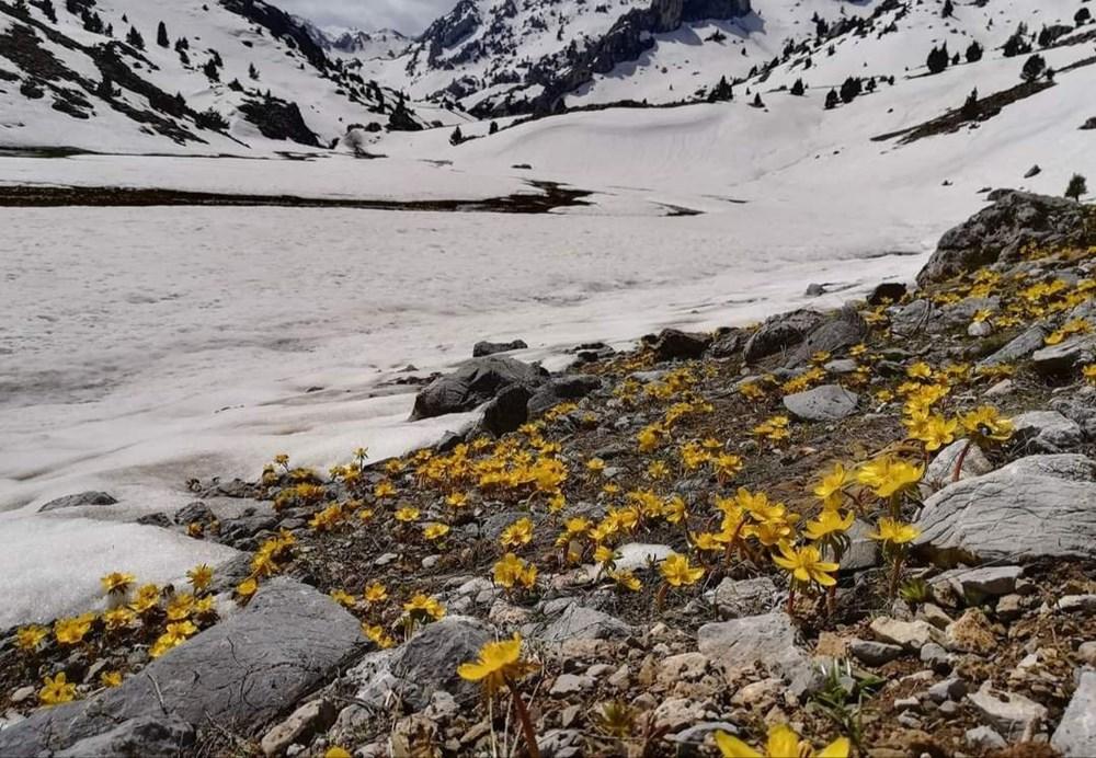 Kahramanmaraş'ta dağların zirvesindeki Karagöl manzarasıyla hayran bırakıyor - 5