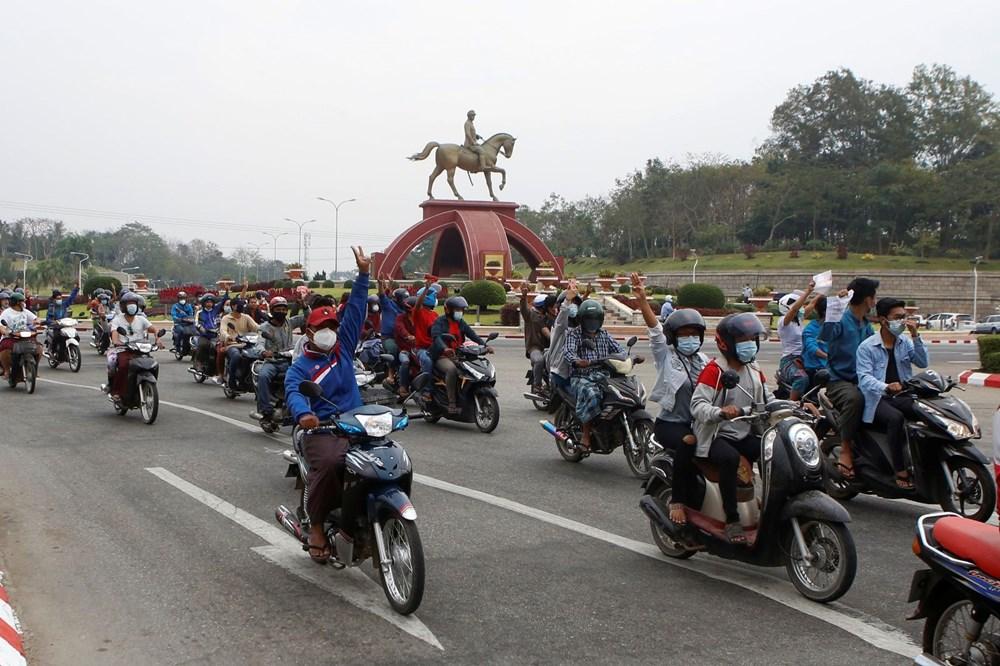 Myanmar'da on binlerce kişi cuntaya meydan okudu - 10