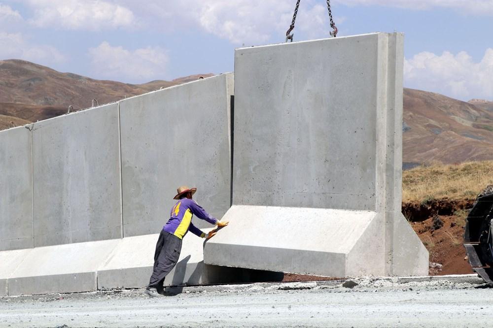 İran sınırında kaçak geçişleri engellemek için beton duvar örülüyor - 6