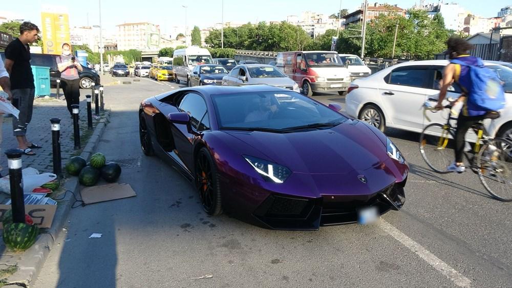 Beyoğlu'nda lüks otomobilde 5 liraya karpuz sattı - 8