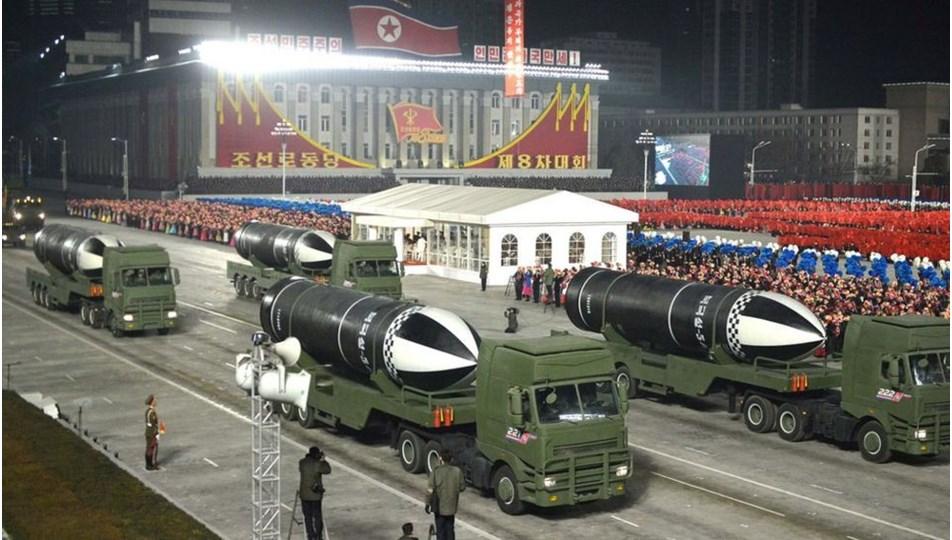 """Kuzey Kore liderinden Joe Biden'a """"dünyanın en güçlü silahıyla"""" gövde gösterisi"""
