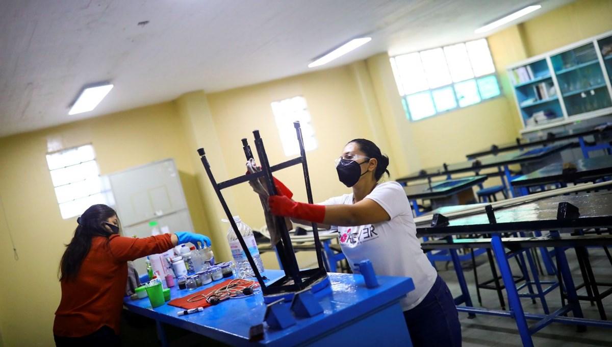 Meksika'daki okullarda bilgisayarlardan tuvalet kapılarına kadar her şey çalındı: Veliler zorlu açılışa hazırlık yapıyor