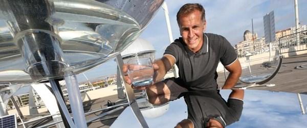 Kirli suyu güneşle damıtarak temiz suya dönüştürüyor