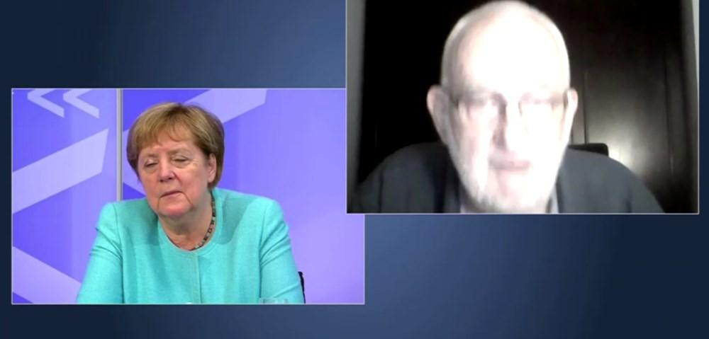 Angela Merkel televizyonda uyuya kaldı - 1