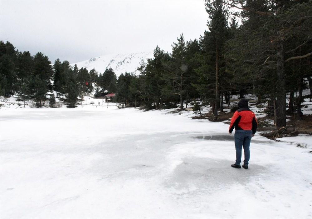 Gümüşhane'de yüzeyi buz tutan Limni Gölü ziyaretçilerini büyülüyor - 12