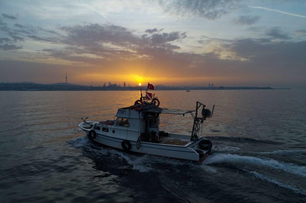 İstanbul Boğazı'nda balıkçıların zorlu mesaisi - 5