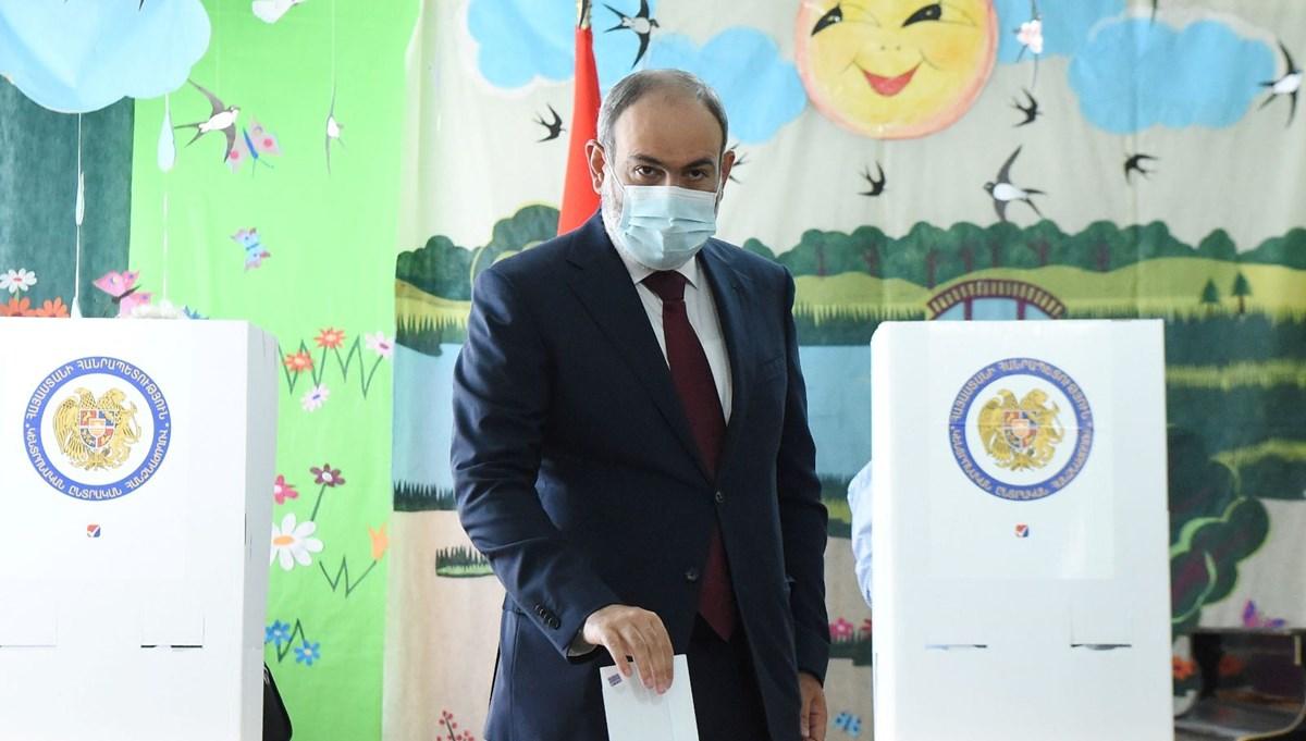 Ermenistan'daki seçimlerde Paşinyan ve Koçaryan oylarını kullandı