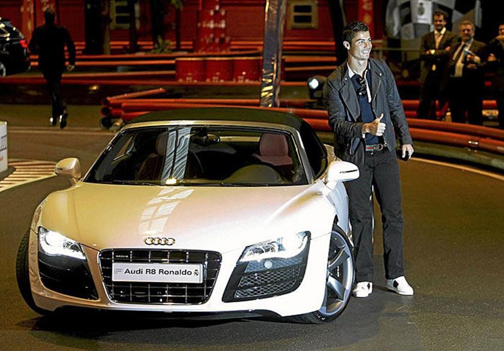 Cristiano Ronaldo dünyanın en pahalı arabasını aldı (Ronaldo'nun otomobil koleksiyonu) - 6