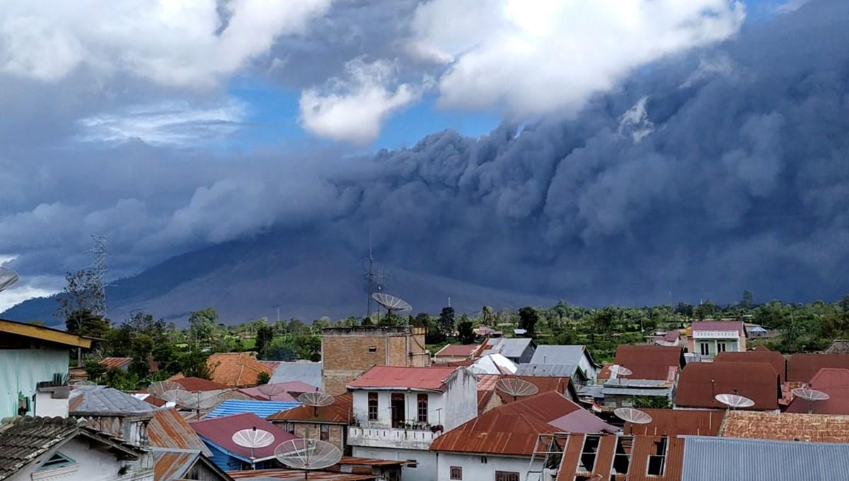 Endonezya'da yanardağdaki hareketlilik sonrası uçuş uyarısı