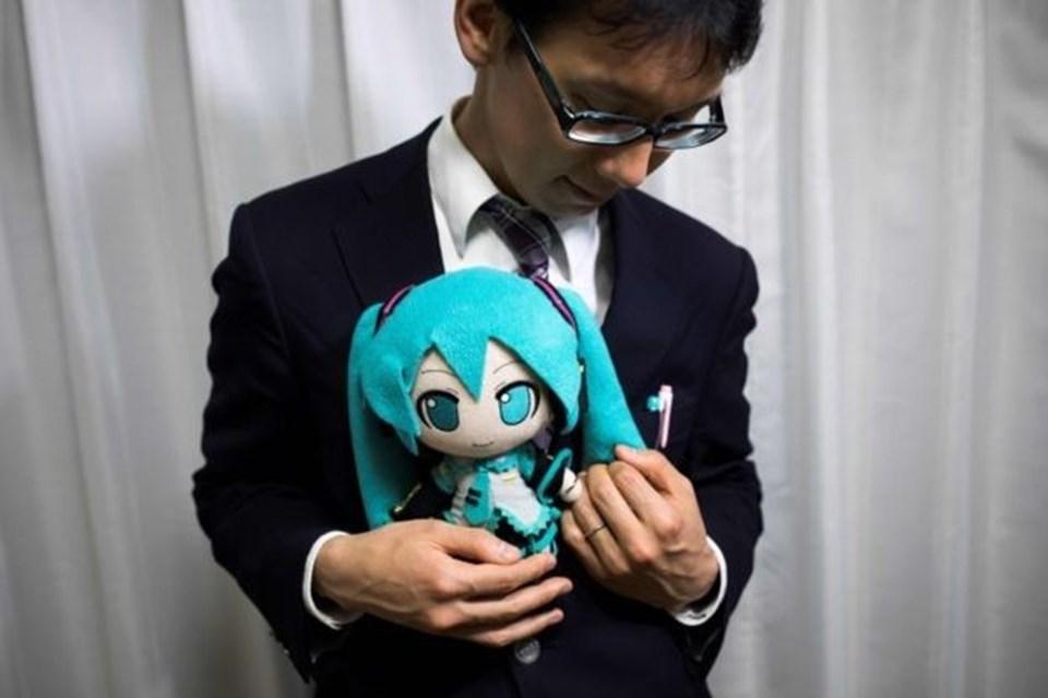 Hatsune Miku ve Akihiko Kondo