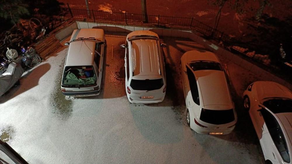 İzmir'de dolu etkili oldu - 2