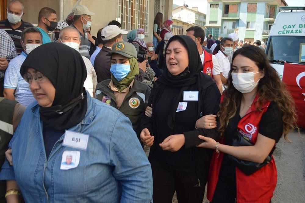 Manavgat'taki yangında ölen orman işçisi babasını cübbesiyle uğurladı - 2