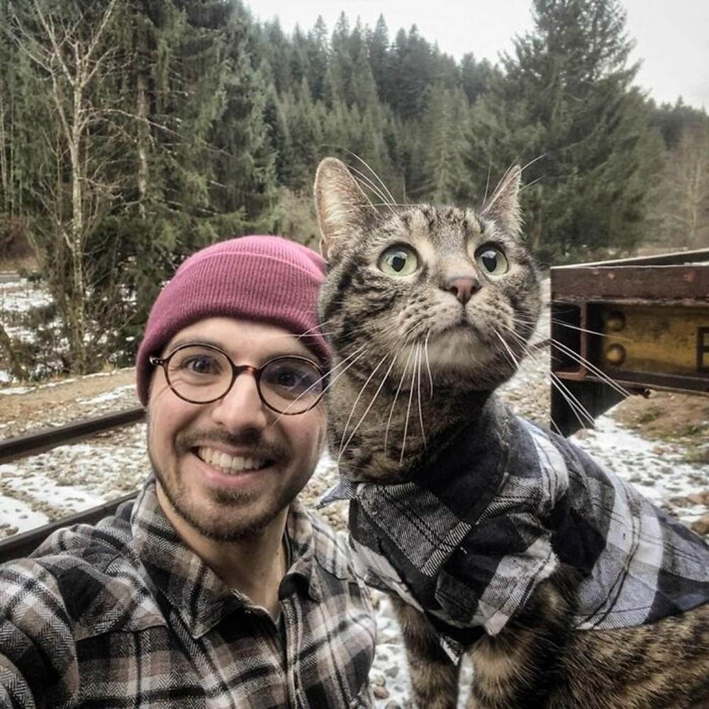 Adrenalin tutkunu kedi! Sahibiyle birlikte maceradan maceraya koşuyor - 2