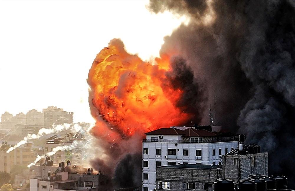 İsrail, Gazze'de sivillerin bulunduğu 14 katlı binayı vurdu - 11