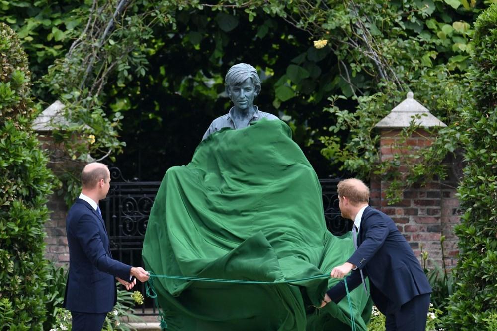 Prenses Diana'nın 60'ıncı doğum gününde Kensington Sarayı'nda heykelinin açılışı yapıldı - 4