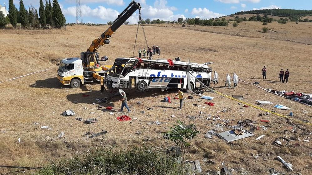Balıkesir'de yolcu otobüsü devrildi: 15 kişi hayatını kaybetti - 19